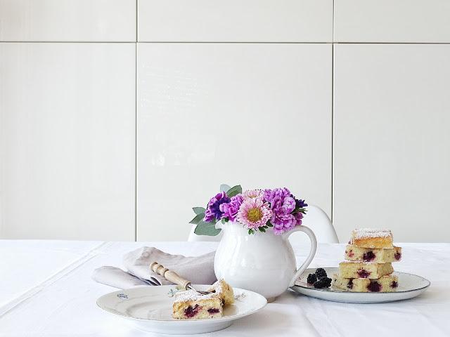 Auf der Mammilade|n-Seite des Lebens | Lifestyle Blog | Herbstblumenstrauß mit Nelken | Rezept | Rührkuchen mit Brombeeren