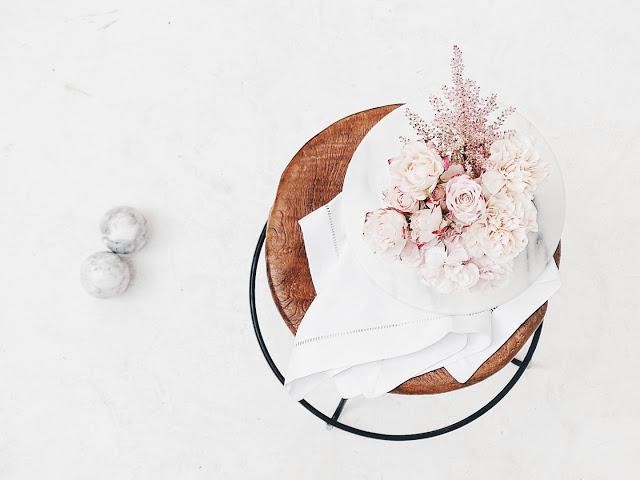 Auf der Mammilade|n-Seite des Lebens | Personal Lifestyle Blog | workshop | sisterMAG loves CEWE | blogger event | candy colors | Fotostudio | Studiolichtstraße | Rosen | Blumenstrauß | Stillleben