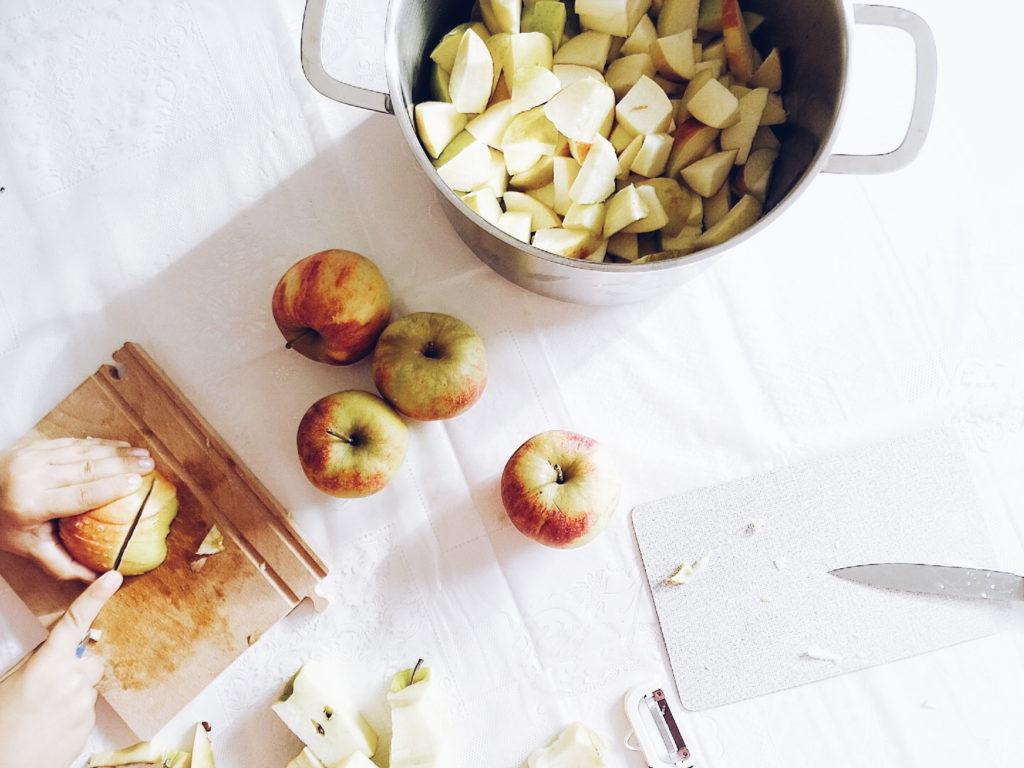 Auf der Mammilade|n-Seite des Lebens | Personal Lifestyle Blog | Einblicke ins Familienleben | 12von12 | Herbst | Äpfel | Apfelkompott selbermachen | Apfelmus Rezept | Kochen mit Kindern | Familienrezepte