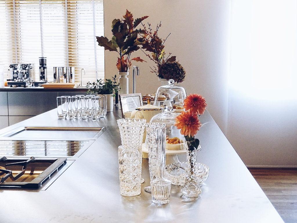 Auf der Mammilade|n-Seite des Lebens - Personal Lifestyle Blog - Herbst - Winter - Rezept - Teatime - Teezeit - SoLebIch-Treffen Koeln - Herbstblumen - Hortensien - Dahlien - Bulthaup Küche - Törtchen - Edelstahl - Bleikristall - Vasen - Vintage Vasen