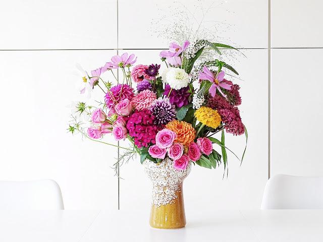 Auf der Mammilade n-Seite des Lebens   Personal Lifestyle Blog   Blumen   Dahlien   bunter Herbstblumenstrauß   Vintage Vase   Kosmea