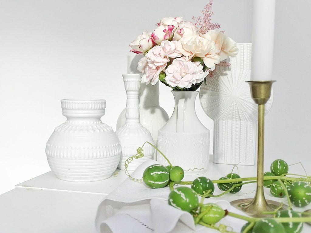 Auf der Mammilade|n-Seite des Lebens | Personal Lifestyle Blog | Kreativ mit Blumen und Pflanzen | Tipps für das Gestalten und Fotografieren von Stillleben | Fotostudio | Photo Props | weiße Vasen | Vintage Vasen