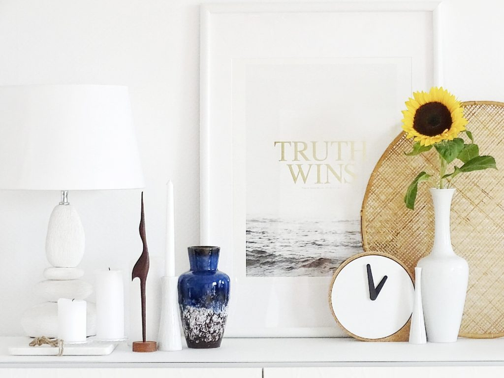 Auf der Mammilade|n-Seite des Lebens | Personal Lifestyle Blog | Einblicke ins Familienleben | 12von12 | Lettering | Print | Congo Studio | Shelfie | Regal | Dekoration | Vintage | Flohmarktfunde | PuikArt Uhr | Sonnenblume | Kranich