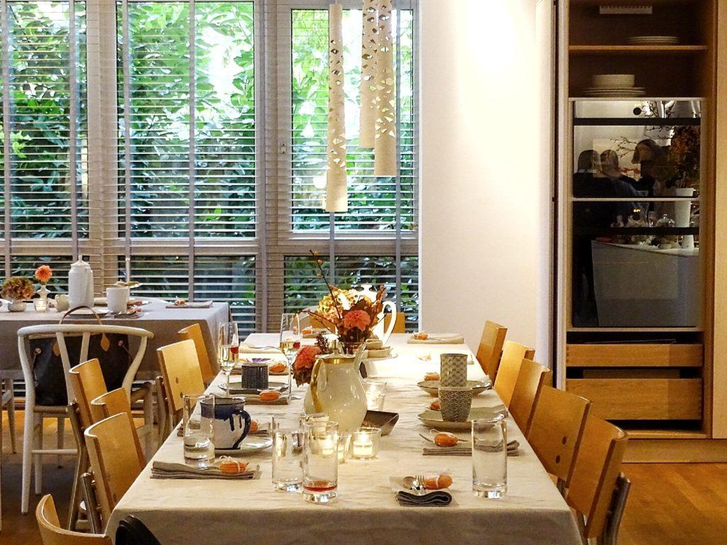 Auf der Mammilade|n-Seite des Lebens - Personal Lifestyle Blog - Herbst - Winter - Rezept - Teatime - Teezeit - SoLebIch-Treffen Koeln - Herbstblumen - Dahlien - gedeckter Kaffeetisch - Bulthaup Küchen