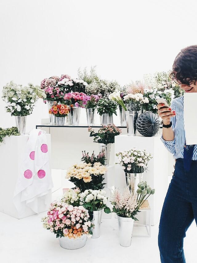 Auf der Mammilade|n-Seite des Lebens | Personal Lifestyle Blog | workshop | sisterMAG loves CEWE | blogger event | candy colors | Fotostudio | Studiolichtstraße | Köln | Blumen | Blumenbüffet