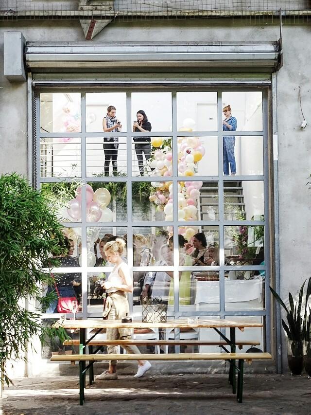 Auf der Mammilade|n-Seite des Lebens | Personal Lifestyle Blog | workshop | sisterMAG loves CEWE | blogger event | candy colors | Fotostudio | Studiolichtstraße | Ballons | Köln