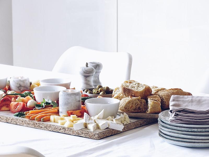 Auf der Mammilade|n-Seite des Lebens | Personal Lifestyle Blog | Rezeptidee | gesundes Essen | Essig Verkostung und Selbstmach-Salatplatte für kommunikative, genussvolle und gemütliche Abende oder Feiern | Try Foods | gedeckter Tisch