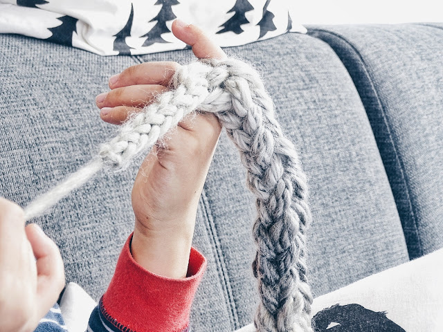 Auf der Mammilade|n-Seite des Lebens | Personal Lifestyle Blog | Lieblinge und Inspirationen der Woche | Familienleben | Fingerhäkeln und Fingerstricken mit Kindern