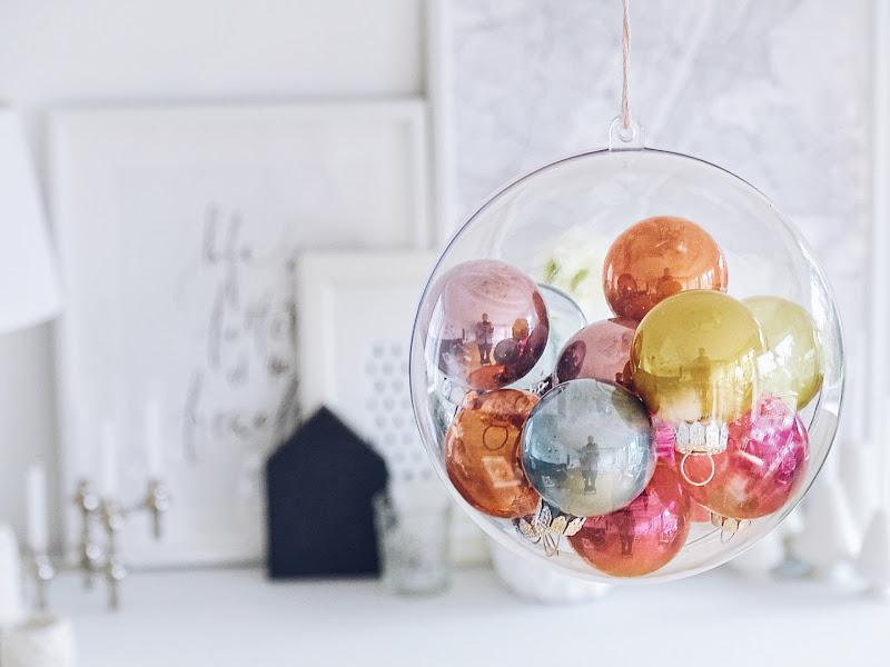 Auf der Mammilade|n-Seite des Lebens | Personal Lifestyle Blog | 12 Wohn-, Lebens- und Familieneinblicke im Dezember | 12von12 | DIY | mit Christbaumkugeln gefüllte Dekokugel