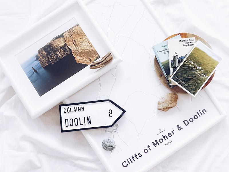 Auf der Mammilade|n-Seite des Lebens | Personal Lifestyle Blog | 12 Wohn-, Lebens- und Familieneinblicke im Dezember | 12von12 | gerahmte Landkarte von den Cliffs of Moher und Doolin via Mujumaps | irische Literatur