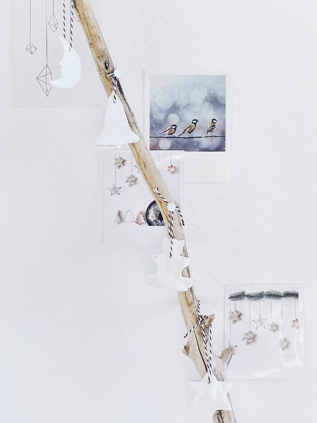 Auf der Mammilade|n-Seite des Lebens | Personal Lifestyle Blog | Lieblinge und Inspirationen der Woche | DIY Wanddeko für Weihnachten mit Fotos im Retro-Polaroid-Stil, einem Ast und Anhängern aus Modeliermasse