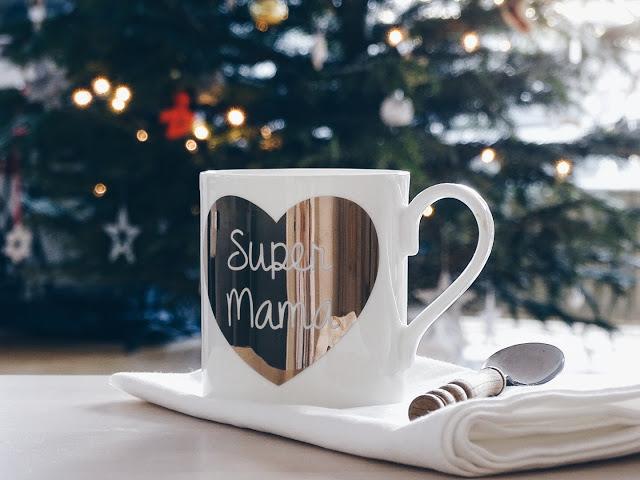 Auf der Mammilade|n-Seite des Lebens | Personal Lifestyle Blog | Wochenlieblinge und Inspirationen | Kaffeebecher Super Mama mit goldenem Herzen