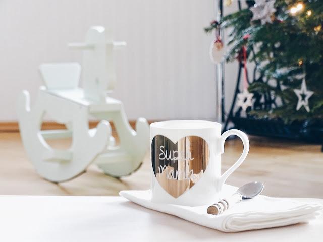 Auf der Mammilade|n-Seite des Lebens | Personal Lifestyle Blog | Wochenlieblinge und Inspirationen | Holzschaukelpferd-Upcycling | Holzschaukelpferd-Makeover in Mintgrün | Kaffeebecher Super Mama mit goldenem Herzen