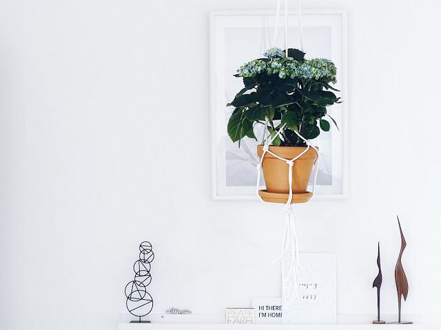 Auf der Mammiladen-Seite des Lebens | Personal Lifestyle Blog | 5 Lieblinge der Woche | Minimalistisches Wohnen mit viel Weiß | Wohnzimmereinblicke | DIY-Makramee-Hängetopf | Magical Hortensien