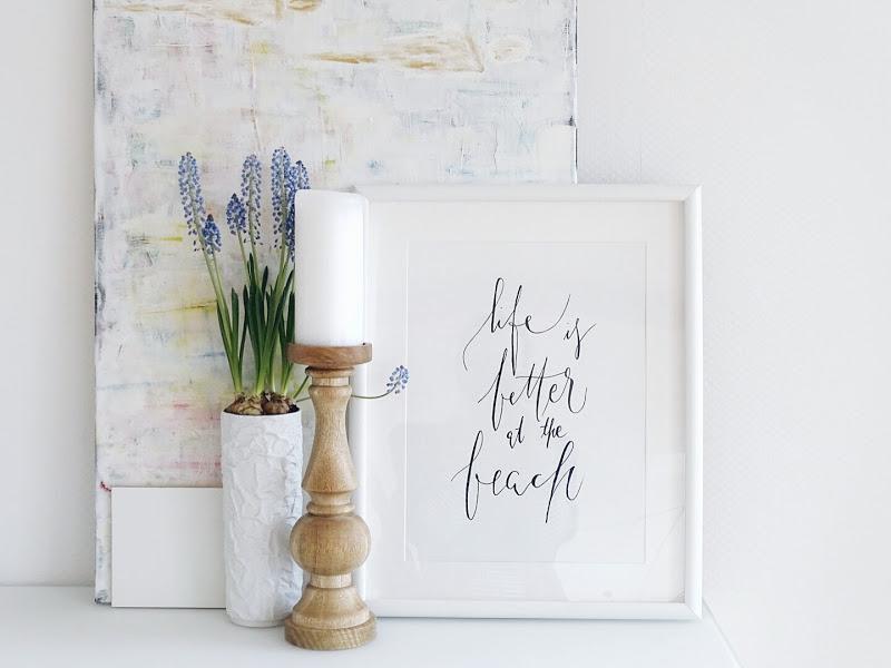 Auf der Mammiladen-Seite des Lebens | Personal Lifestyle Blog | Lieblinge und Inspirationen der Woche | Frühblüher | Muscari | Traubenhyazinthen in die Vase gepflanzt | Keilrahmen - Leinwand bemalt