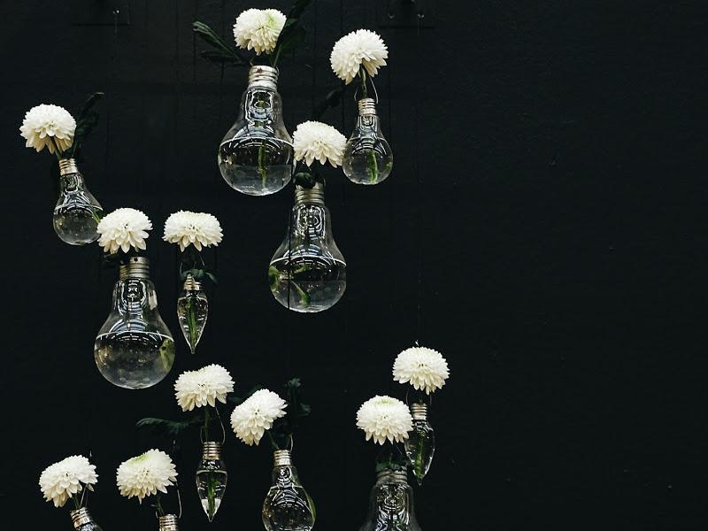 Auf der Mammilade-n-Seite des Lebens | Personal Lifestyle Blog | 5 Lieblinge, Weisheiten und Wohneinblicke mit viel Weiß der Woche | Blumen in Glühlbirnen als Vase