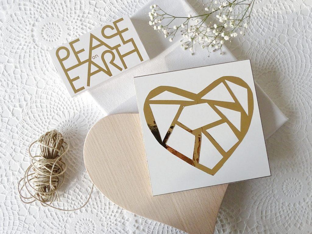 Auf der Mammiladen-Seite des Lebens | A Personal Lifestyle Blog | Geschenken mit Herz | DIY-Geschenk | Scherenschnitt-Herz mit Goldfolie auf Holz