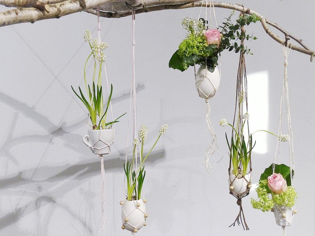 Auf der Mammilade|n-Seite des Lebens | A personal lifestyle and interior blog | DIY-Deko Frühling und Ostern | Schwebende Espressotassen und Ostereier in Makramee mit Blumen gefüllt