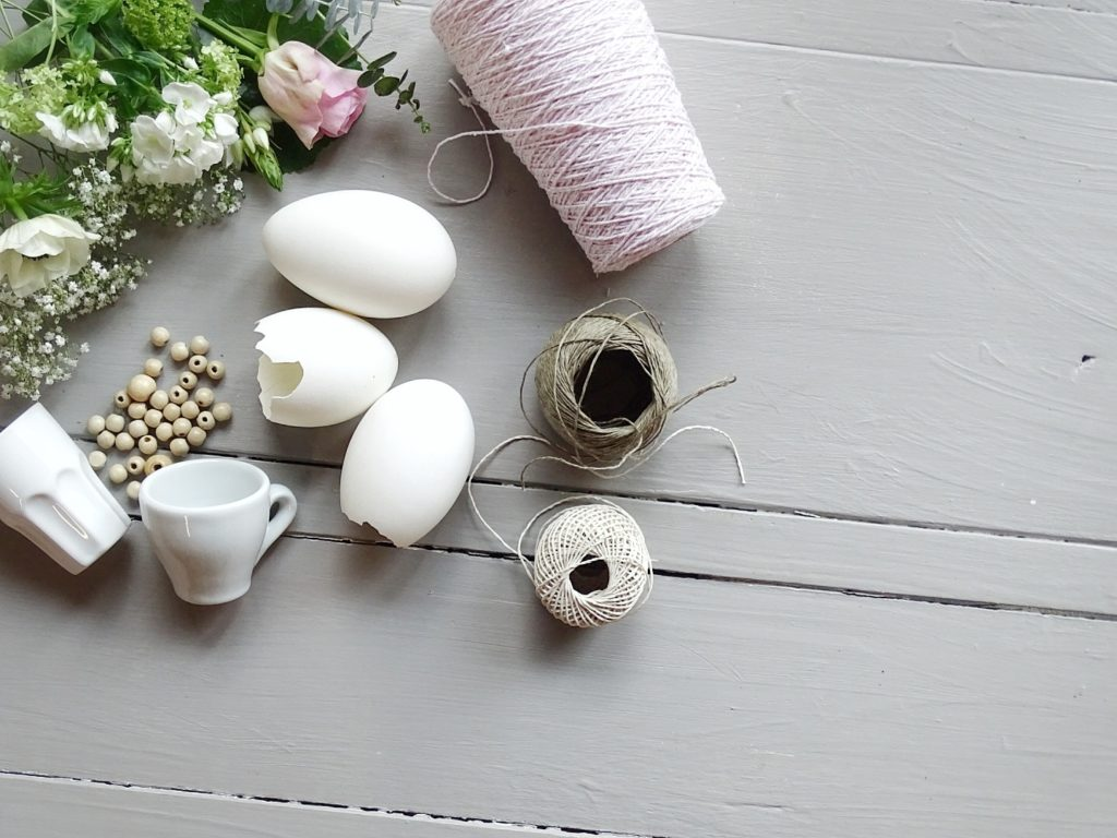 Auf der Mammilade|n-Seite des Lebens| Personal Lifestyle Blog | Anleitung fuer schwebende Espressotassen und Ostereier als Mini-Vasen und Pflanzgefaesse im einfach gemachten DIY-Makramee-Haengenest | Osterdeko und haengende Gaerten