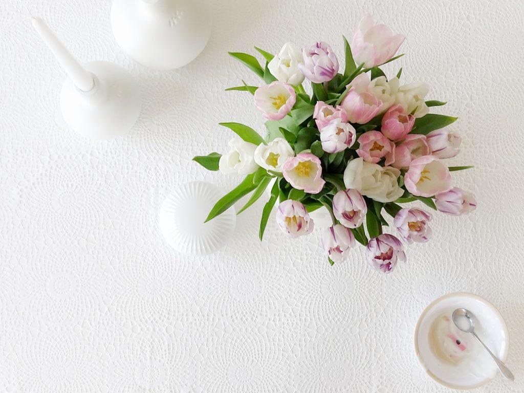 Auf der Mammilade|n-Seite des Lebens | Personal Lifestyle Blog | 1 Tag in 12 Bildern | Fotoaktion 12 von 12 | Frühlings-Deko mit Tulpen in Pastell