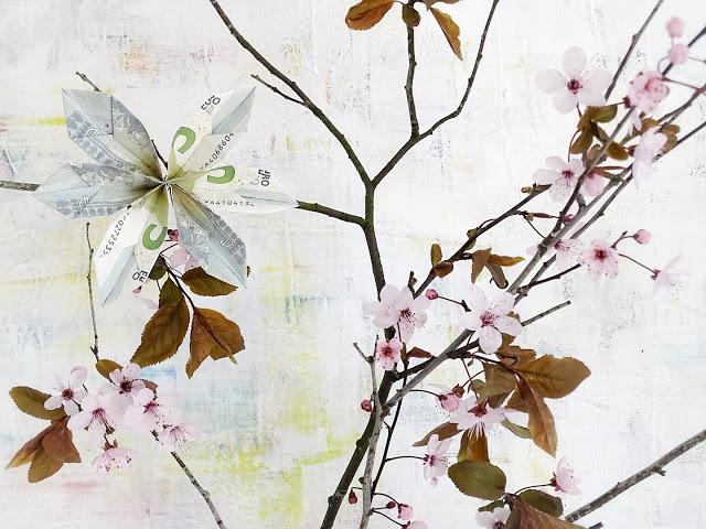 DIY-Anleitung fuer Origami-Blueten aus gefalteten Geldscheinen an bluehenden Zweigen oder im üppigen Blumenbouquet | Geld stilvoll, floral, dezent oder opulent verschenken | Auf der Mammilade|n-Seite des Lebens | A personal lifestyle and interior blog