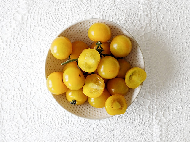 Rezept für Mini-Fladenbrote in Spiegelei-Optik mit Frischkäse und gelben Tomaten | Auf der Mammilade|n-Seite des Lebens | Personal Lifestyle und Interior Blog