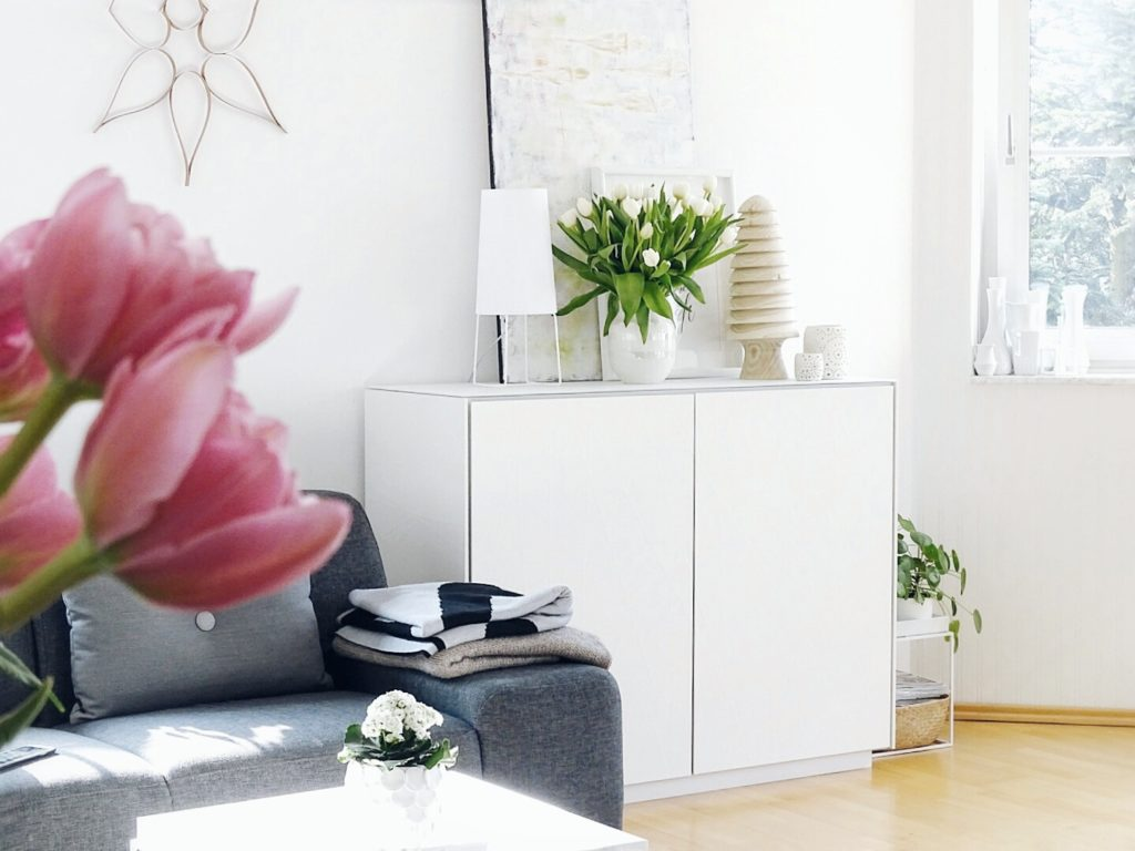 DIY-Ostereier-Vasen im Grasnest hängend für den Osterstrauch | Tulpen-Deko | Inspirationen | Personal Lifestyle, DIY and Interior Blog | Auf der Mammiladen-Seite des Lebens