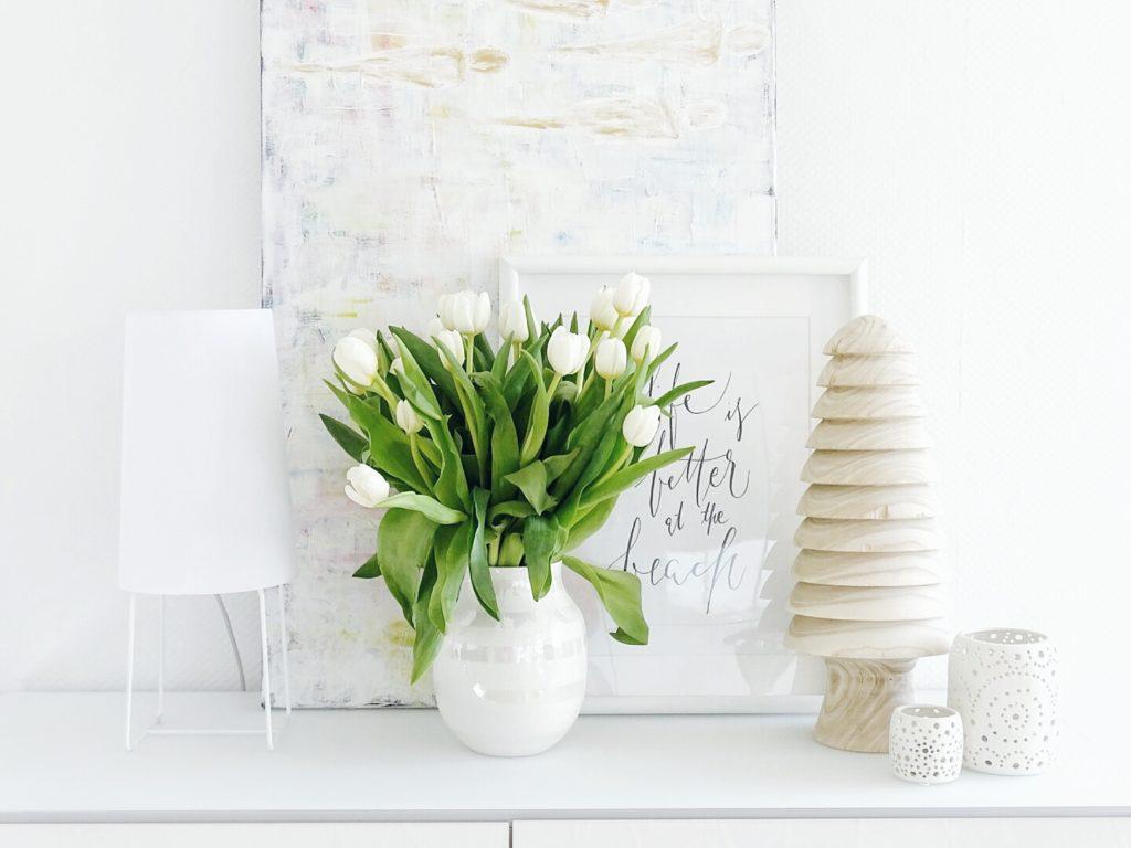 DIY-Ostereier-Vasen im Grasnest hängend für den Osterstrauch | Weiße Tulpen | Inspirationen | Personal Lifestyle, DIY and Interior Blog | Auf der Mammiladen-Seite des Lebens