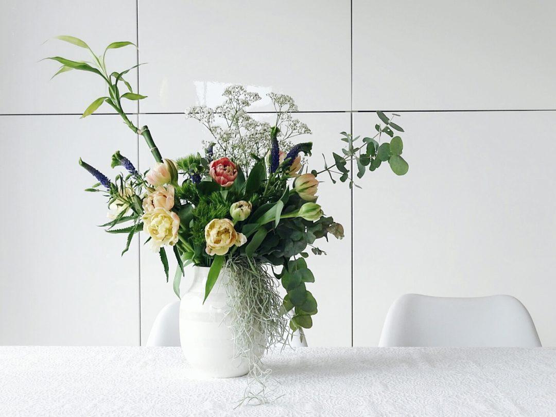 deko ideen und blumenstr u e mit pflanzen wenn sich der fr hling in der wohnung ausbreitet und. Black Bedroom Furniture Sets. Home Design Ideas
