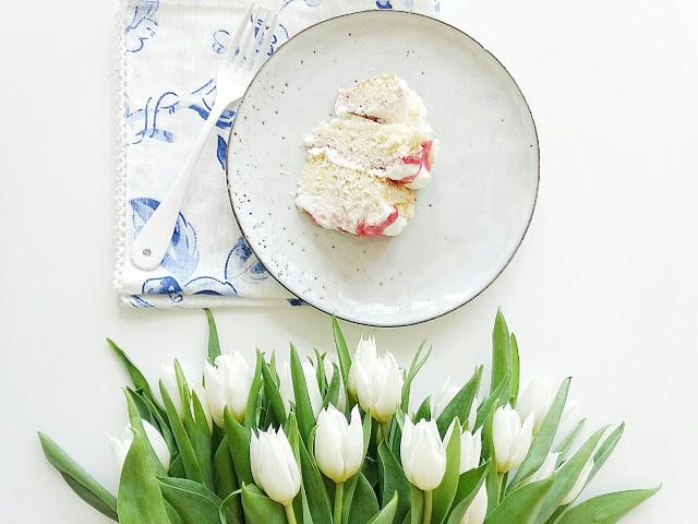 Eton Mess Torte und weiße Tulpen | Über das Bloggen ohne Nische plus Monatsblick April und Mail | Personal Lifestyle, DIY and Interior Blog | Auf der Mammiladen-Seite des Lebens