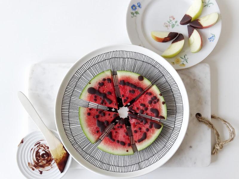 Selbstgemachte Schokolade trifft Wassermelone - ein fruchtig-suesser Sommersnack - www.mammilade.blogspot.de
