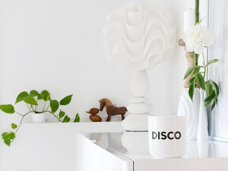 Deko-Idee mit Holz, Weiß und Pflanzen im Flur | www.mammilade.blogspot.de | Lieblinge, Motive und Momente am Freitag