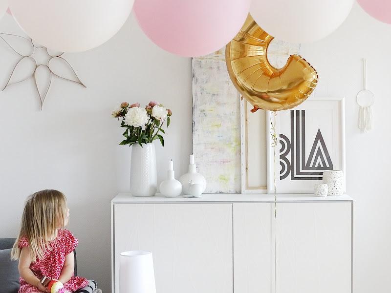 DIY-Geburtstags-Deko mit Pfingstrosen und Zahlen-Ballon -  www.mammilade.blogspot.de - Fotoaktion 12von12 - 1 Tag in 12 Bildern