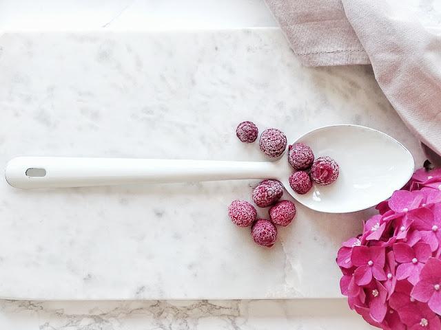 Rezept schnelles Joghurt-Limetten-Eis mit Himbeeren - 10 Nachmach-Tipps und DIY-Ideen im Juli - www.mammilade.blogspot.de