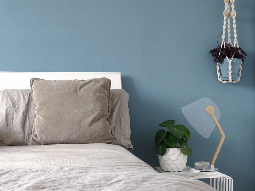 DIY-Deko mit farbigen Blumentontöpfen Ton in Ton zur Wandfarbe und Einrichtung - http://mammilade.blogspot.de - 5 Lieblinge der Woche