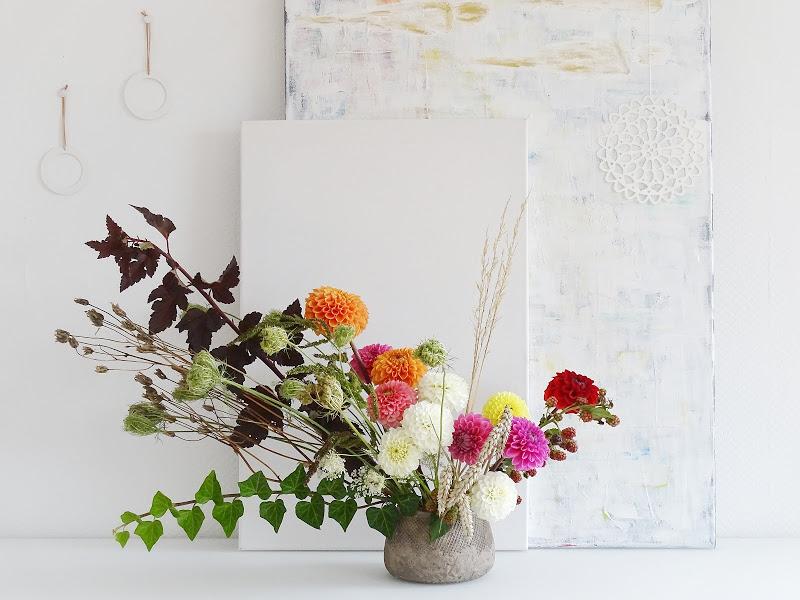 DIY-Blumendeko mit Dahlien und Wildem von der Wiese - https://mammilade.blogspot.de - 5 Lieblinge der Woche
