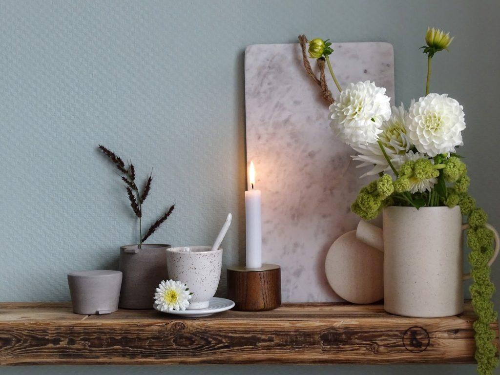 Küchen-Makeover mit neuer Wandfarbe in Mint + Styling-Ideen für Regale + Deko-Ideen mit Dahlien und einem Altholzregal - www.mammilade.blogspot.de
