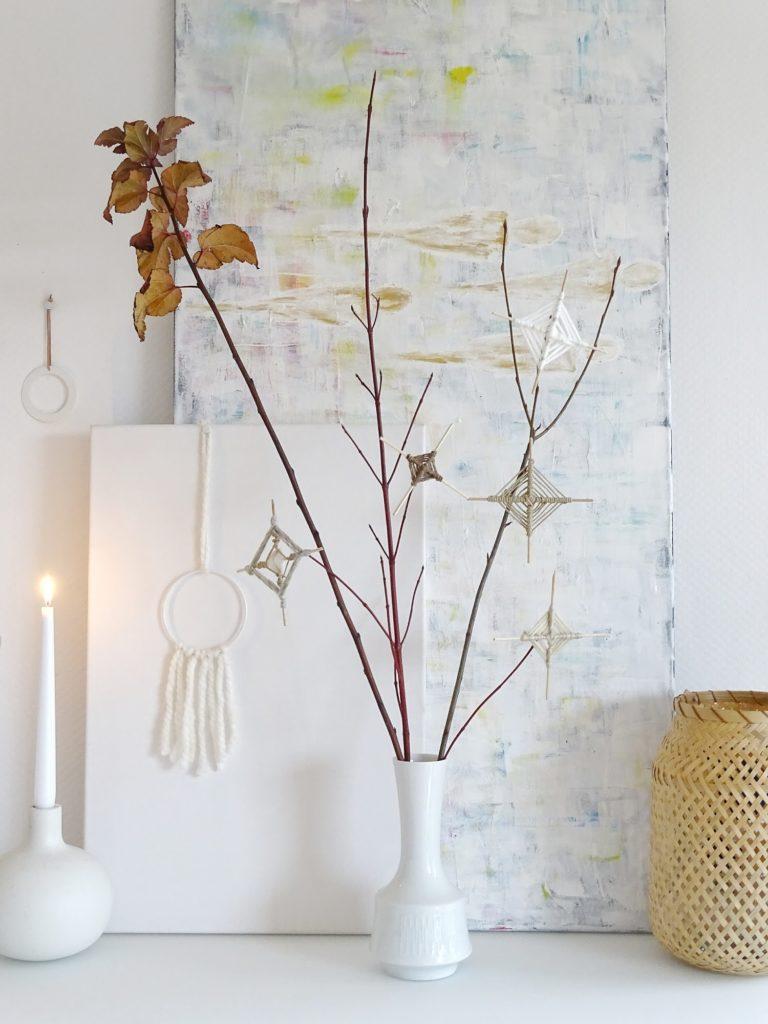 DIY-Ornamente zum Aufhängen aus Holzspießen und Wolle - Fotoaktion #12von12 und 1 Tag in 12 Bildern - https://mammilade.blogspot.de