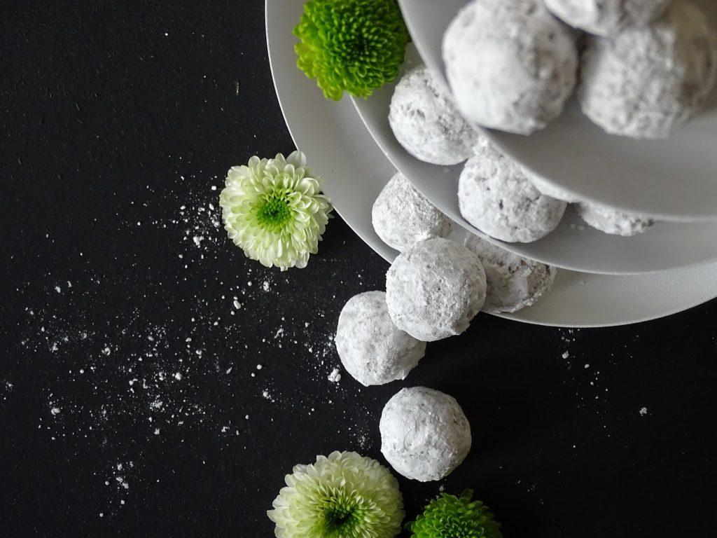 5 Deko-, Verwendungs- und Geschenk-Ideen mit Etageren - selbstgemachte, schnelle Vanille-Keks-Pralinen verschenken - https://mammilade.blogspot.de