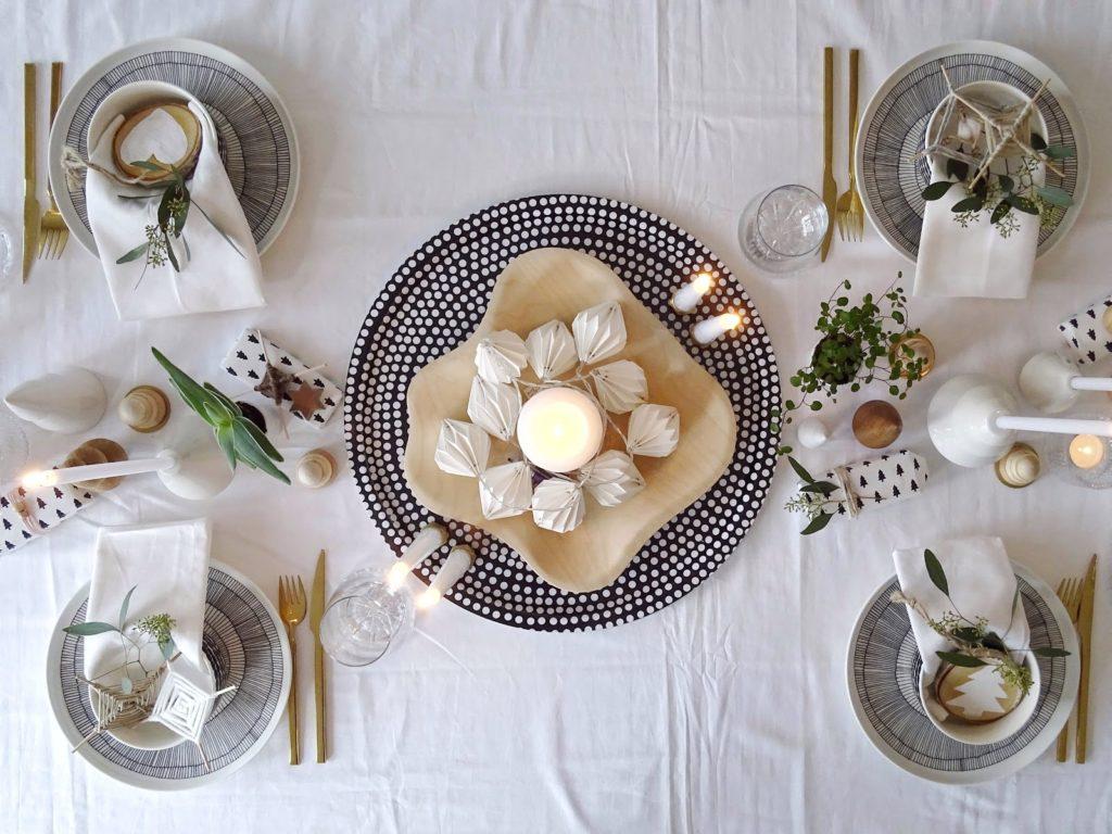 Weihnachtliche, finnisch-inspirierte Tischdeko-Idee - Design-Klassiker von Marimekko, Iittala, Artek - https://mammilade.blogspot.de