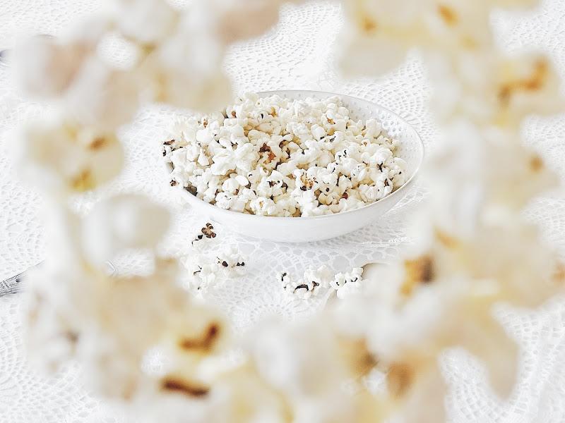 Popcornkringel für den Weihnachtsbaum - 14 DIY-Nachmach-Ideen, Deko-Inspirationen und Rezepte für den Dezember und Weihnachten - https://mammilade.blogspot.de