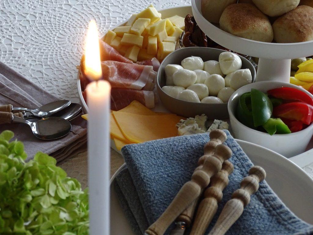 Etageren als Mini-Büffet und Anrichte - Lieblinge, Momente und Motive einer Woche - https://mammilade.blogspot.de