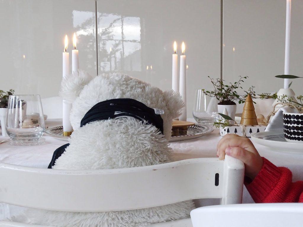 Festliche, skandinavisch-leichte Weihnachtstisch-Dekoidee für die ganze Familie - Lieblinge, Momente und Motive einer Woche - https://mammilade.blogspot.de