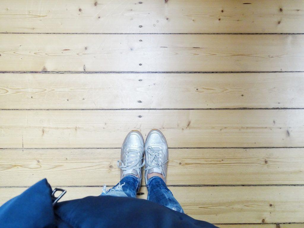 Alte Holzbodendielen - Fotoaktion #12von12 und 1 Tag in 12 Bildern - https://mammilade.blogspot.de