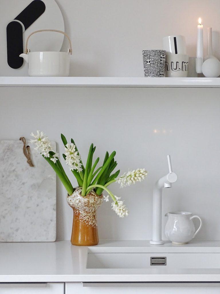 Unsere neue Küche - 5 Fragen und Antworten am Fünften - #randomfactsaboutme - weiße Hyazinthen - https://mammilade.blogspot.de