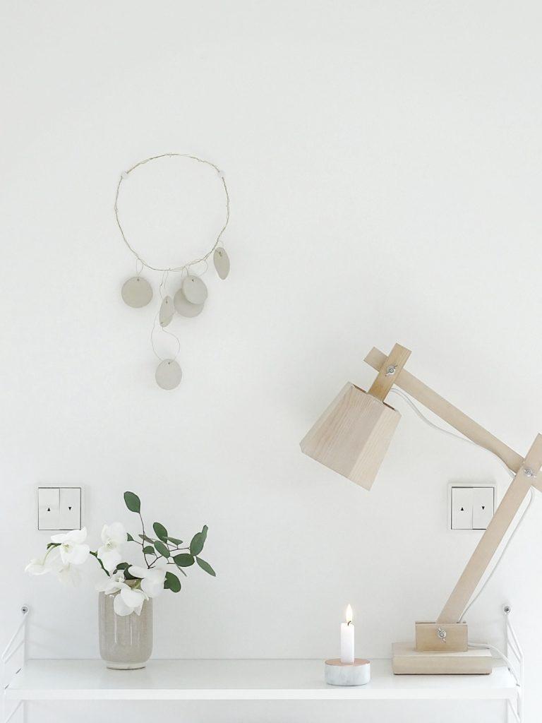 2 DIY-Ideen und Anleitungen für Mobilés aus Messingdraht, Messingringen und Modelliermasse - Minimalistischer, moderner, luftig-leichter Wandschmuck - https://mammilade.blogspot.de