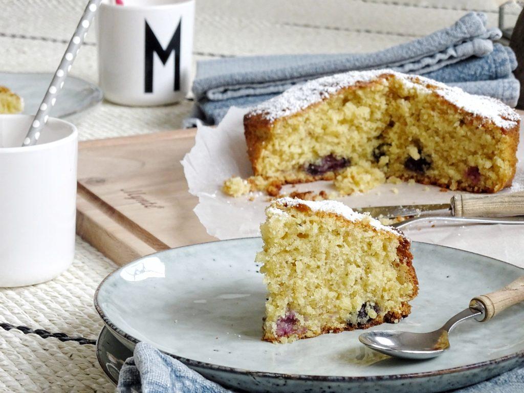 Fluffiger Vanillekuchen mit Blaubeeren & Indoor-Picknick | 26 DIY-Nachmach-Ideen und Rezepte für den Mai | https://mammilade.blogspot.de