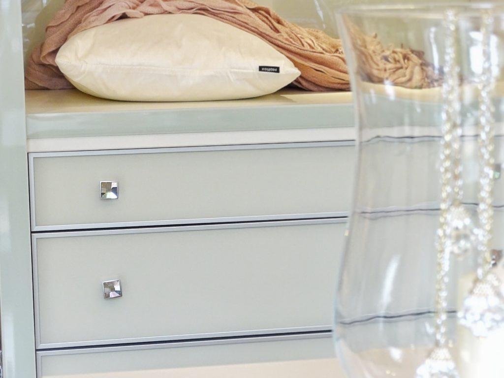 Der Traum von perfekten Stauraumlösungen und begehbaren Kleiderschränken. Plus: In 4 einfachen Schritten zu unkomplizierter Ordnung - https://mammilade.blogspot.de