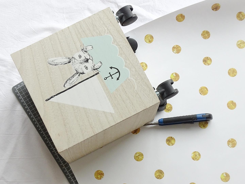 DIY rollende Bücherkiste | Umstyling und Makeover mit selbstklebenden Möbelfolien | mammilade.com