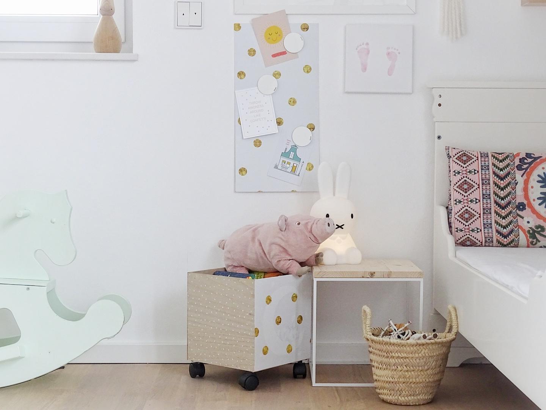DIY-Magnetpinnwand + rollende Bücherkiste | Umstyling und Makeover mit selbstklebenden Tapeten und Folien | mammilade.com